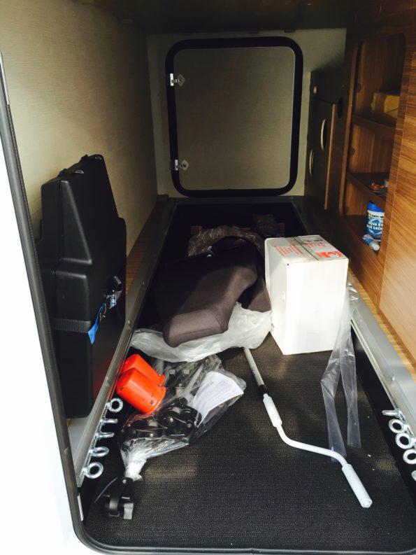 wohnmobil-familie-kofferraum carado T334