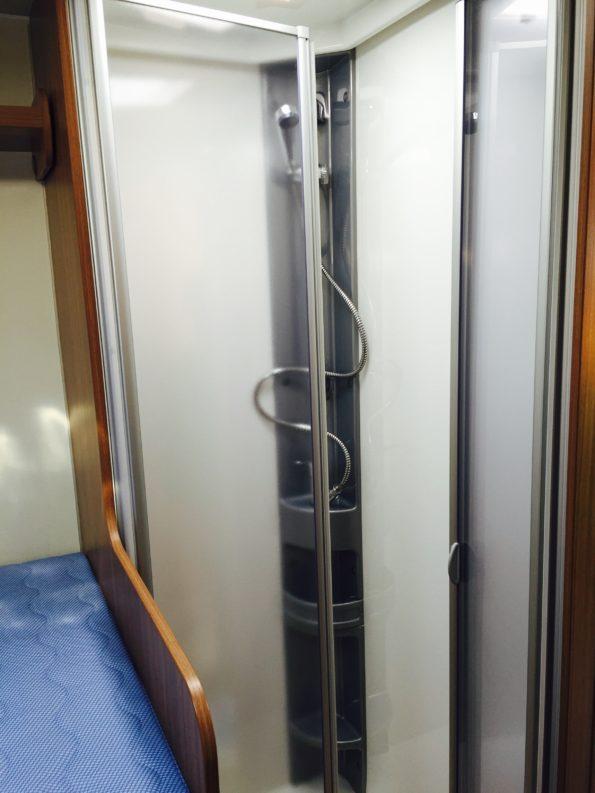 wohnmobil-familie-Toilette Dusche T334